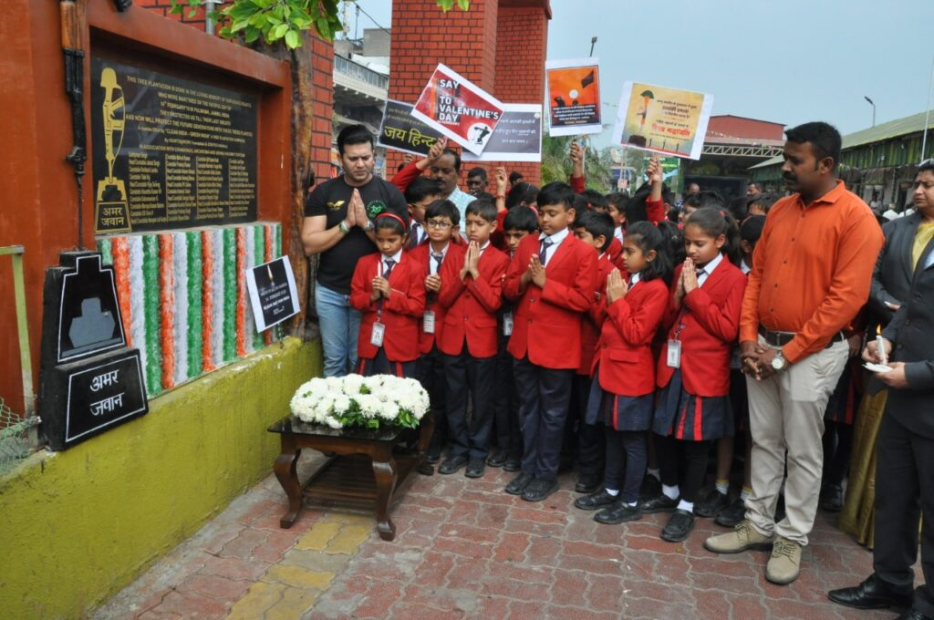 G. D. Goenka International School, Surat pay tribute to Martyrs of Pulwama attack at Martyrs Memorial build at the Green Udhna Station