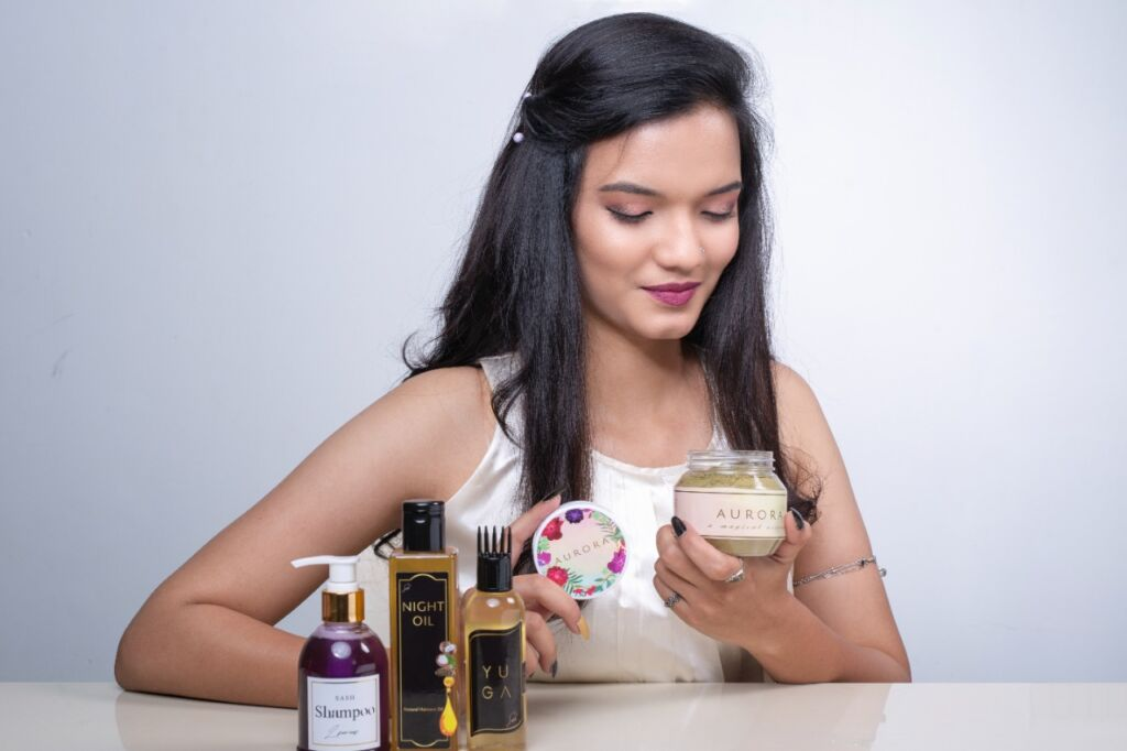Youngsters Launch Sash Hair Care Products Using Ancient Wisdom, Attract Applause from Customers